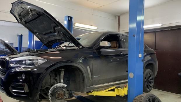Замена передних тормозных дисков с колодками BMW X6 F16